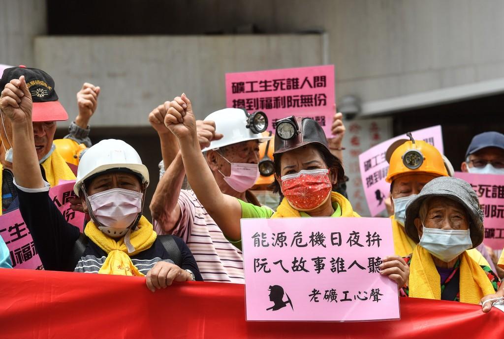 【五一勞動節】台灣逾3千勞工上街頭 訴求「薪資要提高•年金要保障」