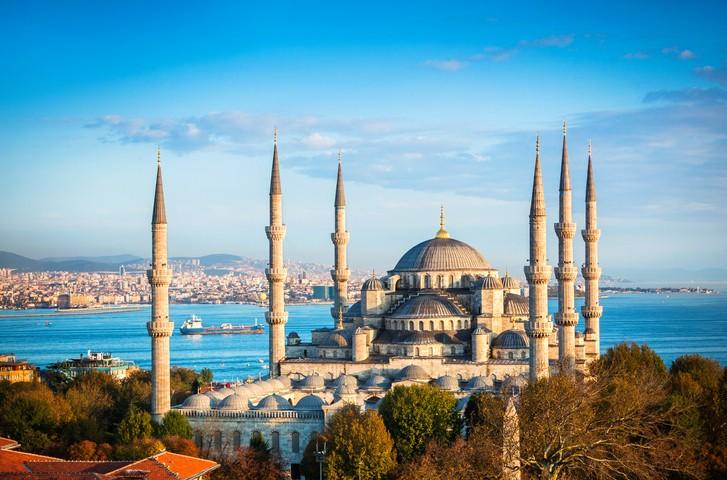 圖為蘇丹艾哈邁德清真寺,是土耳其最大城市及鄂圖曼帝國首都伊斯坦堡的清真寺古蹟。。(圖/Getty Images)