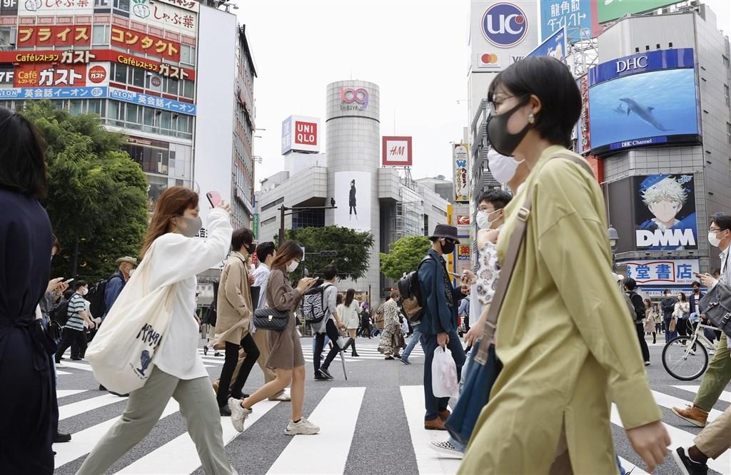 日本武漢肺炎疫情延燒,僅20多天就急速增加了10萬例。(圖/中央社)
