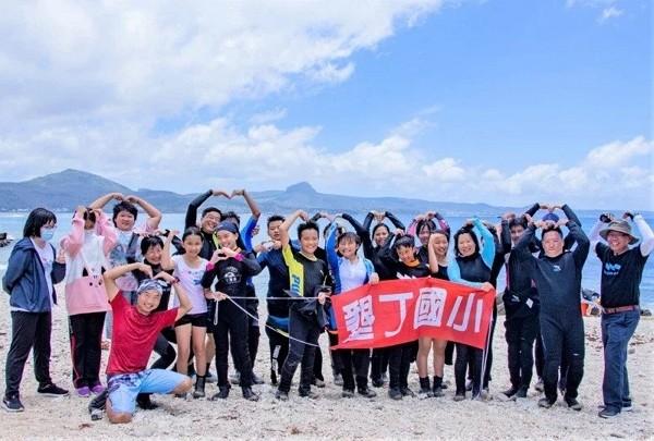 School holds underwater graduation in southern Taiwan