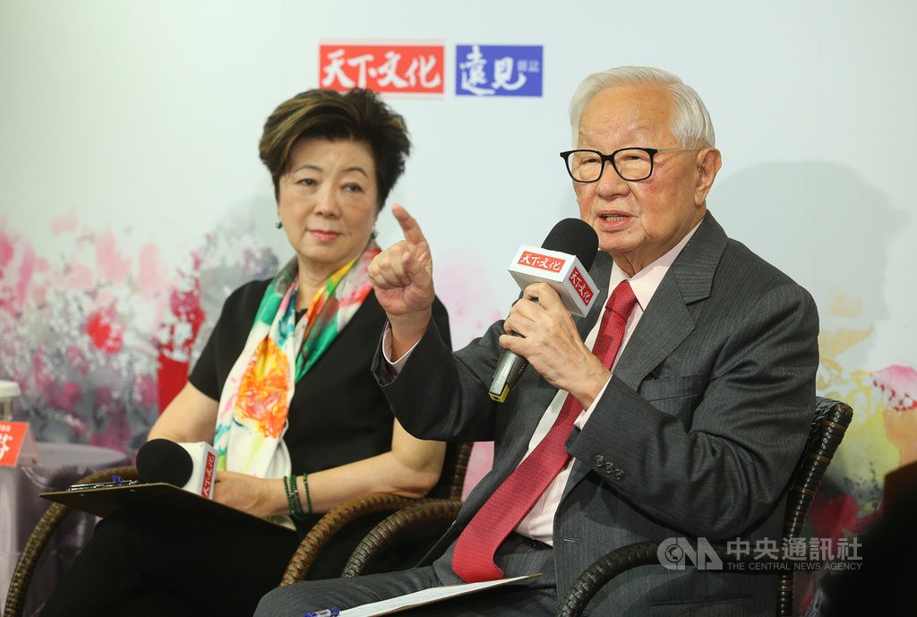 TSMC founder Morris Chang (right) and wifeSophie Chang