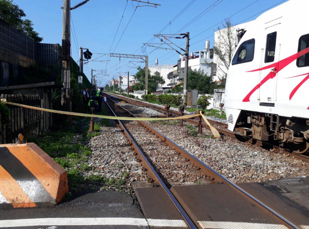 台鐵太魯閣號列車今(10)日上午撞斃闖越平交道路人,造成一人死亡。(圖/台鐵)