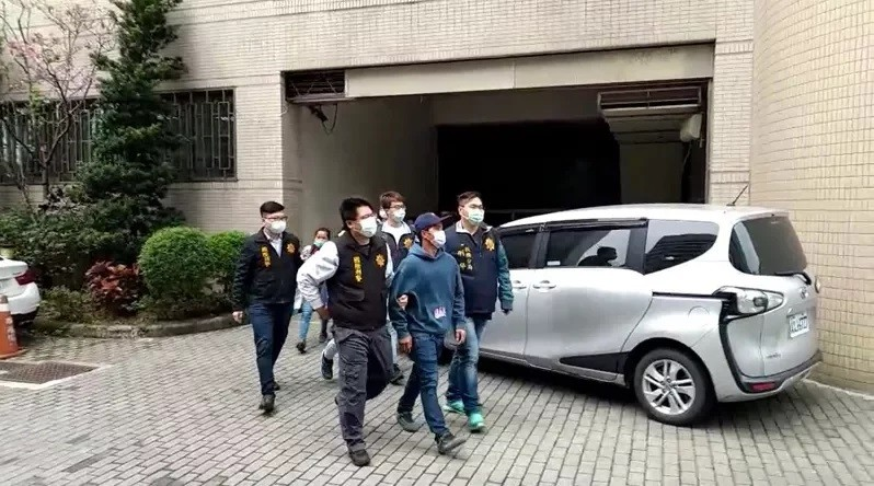 20 suspects being escorted by CIB officers.