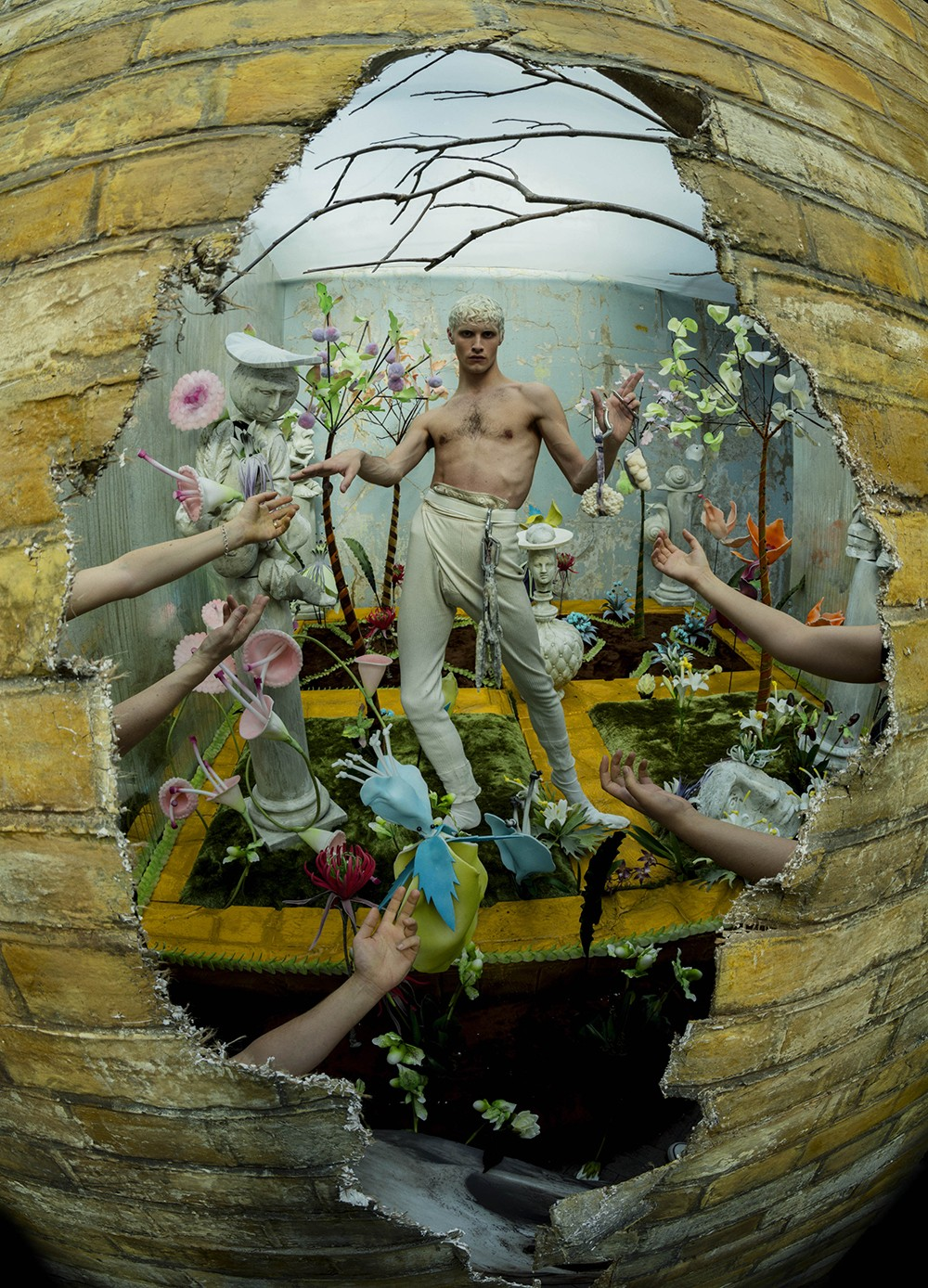 英國V&A當代鬼才攝影師大展亞巡首站台灣 超大咖空靈女星蒂妲·史雲頓也成謬思女神