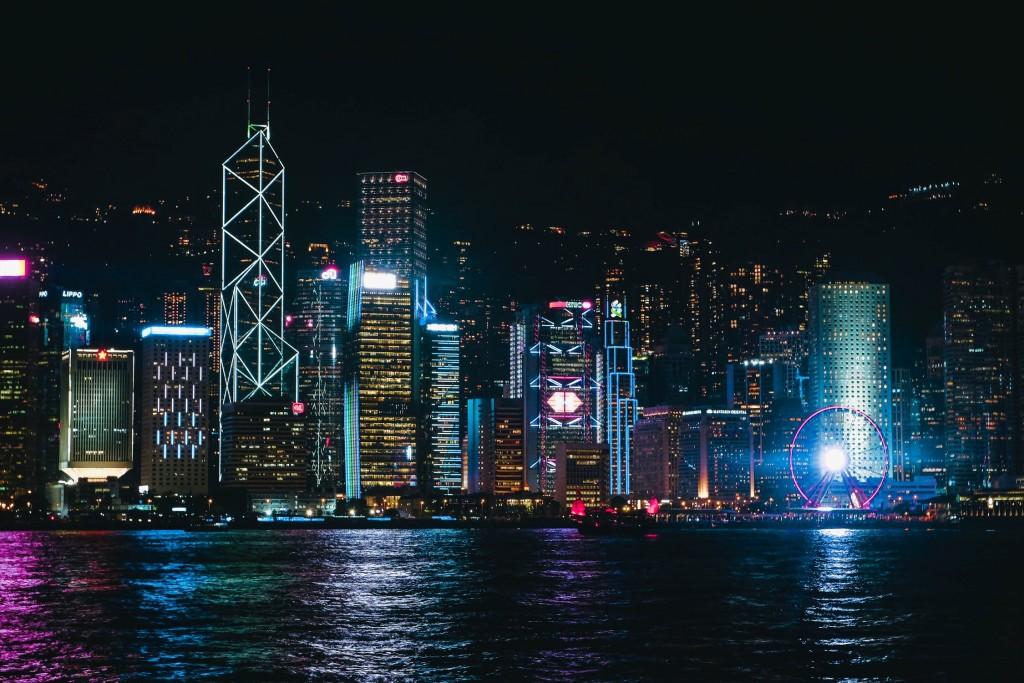 """香港美國商會調查,高達四成會員有離港考量或計畫。(來源:Pexel/<a data-track-action=""""medium-..."""