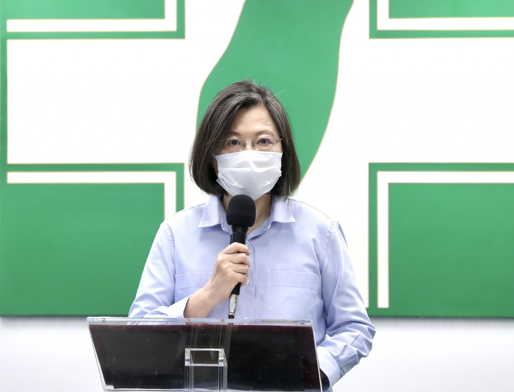 President Tsai Ing-wen speaking at DPP headquarters Wednesday