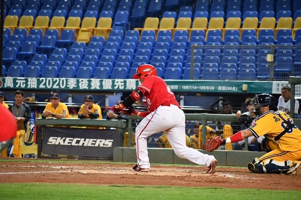 CPBL games to proceed without fans until June 8.