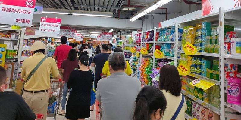 Taiwanese empty supermarket shelves as local COVID cases rise