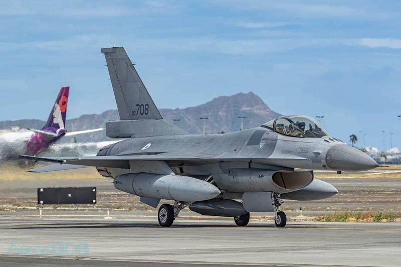 Taiwan F-16 spotted in Hawaii (Instagram, Aeros808 photo)