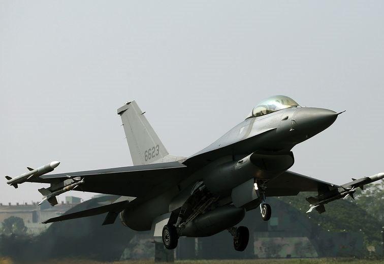 Taiwanese F-16 taking off.