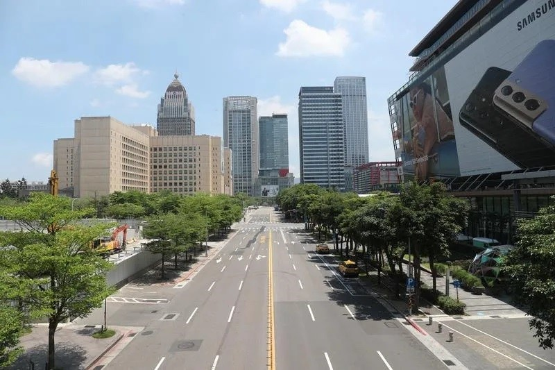 Taipei's Xinyi District completely empty on Sunday (May 16).