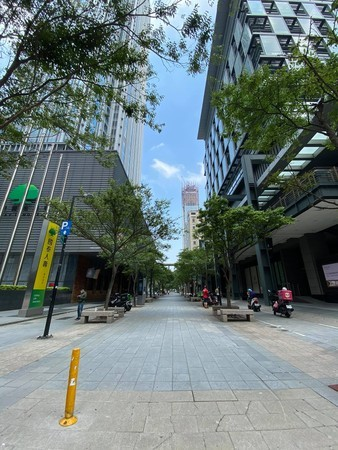 Photo of the Day: Taipei becomes ghost town as COVID cases spike