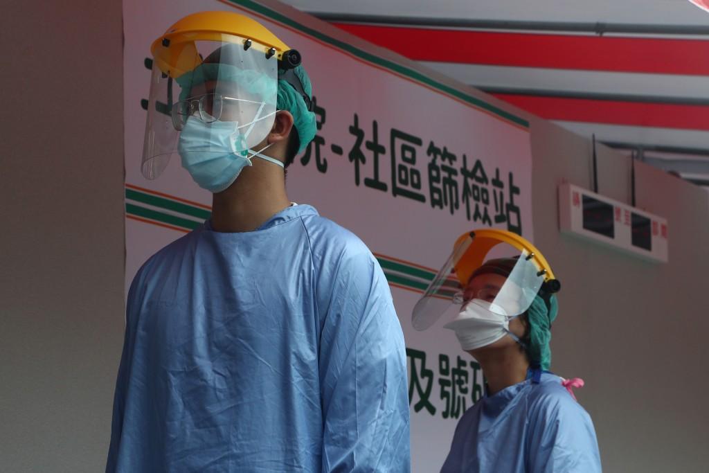 台灣本土疫情延燒,各縣市紛紛增設篩檢站。