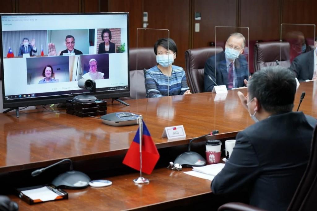 國衛生部長貝塞拉今(21)日與衛福部長陳時中舉行視訊會議。(來源:蔡英文臉書)