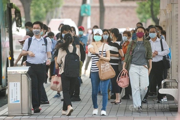Taiwan ends maskless 'grace period'