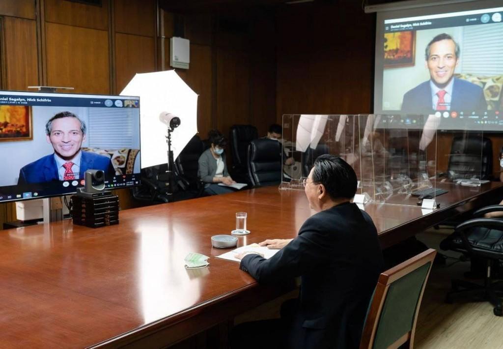 吳釗燮部長接受「公共電視網新聞時段」專訪情形。(來源:外交部提供)