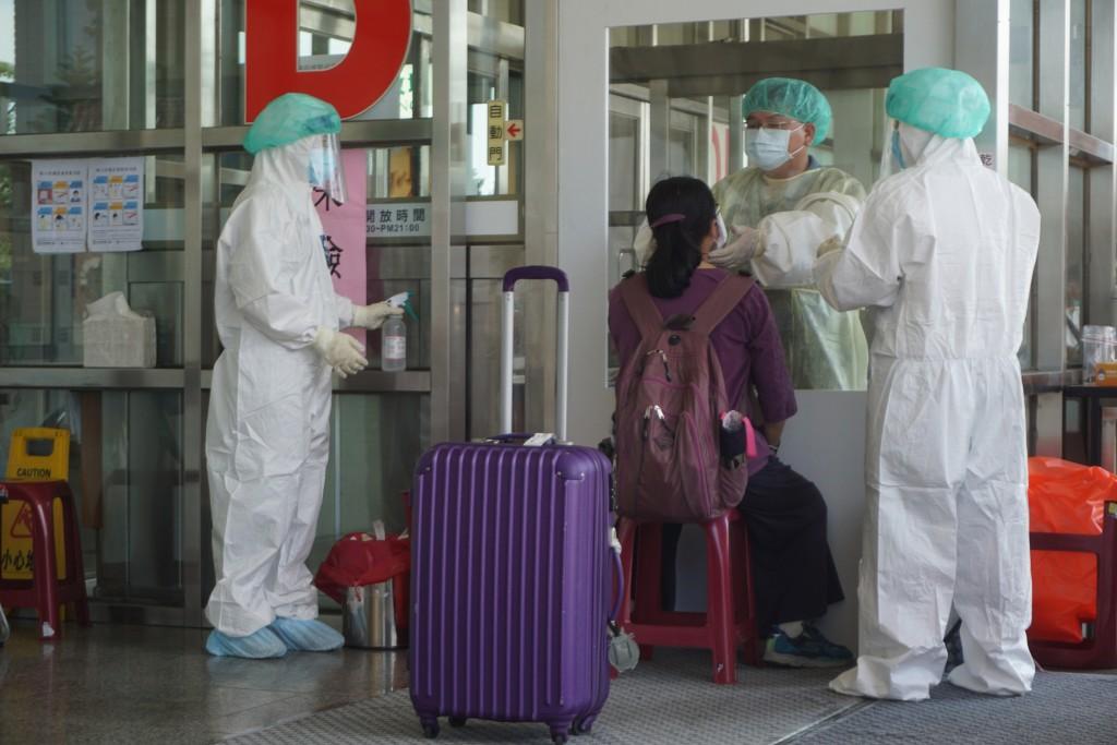 Travelers arriving at Kinmen Airport undergo virus testing