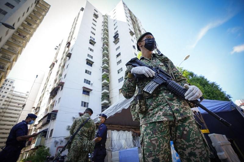 美聯社形容, 馬來西亞採取了近乎全面封鎖 (near-total lockdown)的最新措施 (圖/美聯社)