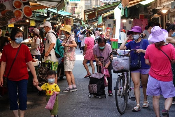 Taiwan health minister warns of COVID risk at traditional markets