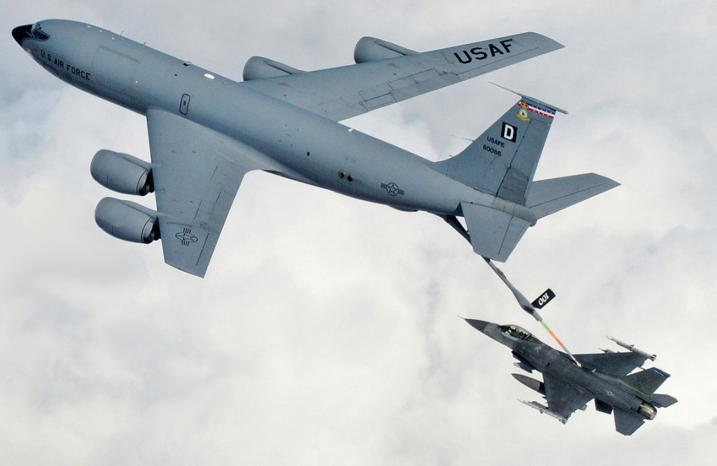 KC-135 Stratotanker refuels F-16. (U.S. Air Force photo)