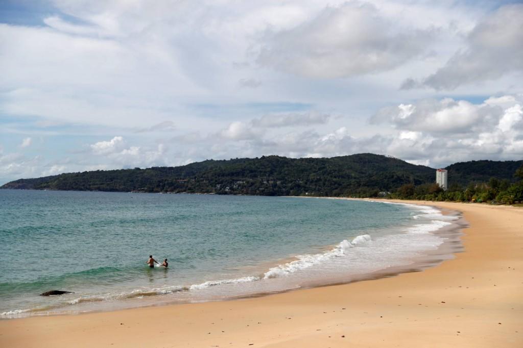 受到國際新冠肺炎疫情影響,海灘上空無一人的普吉島。(圖/路透社)