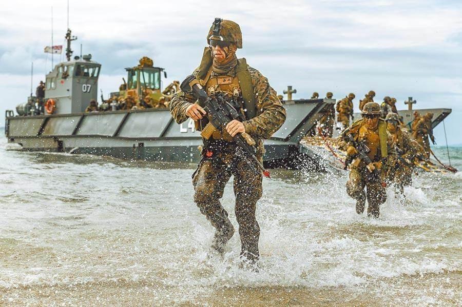 U.S. Marines conducting exercise. (U.S. Navy photo)