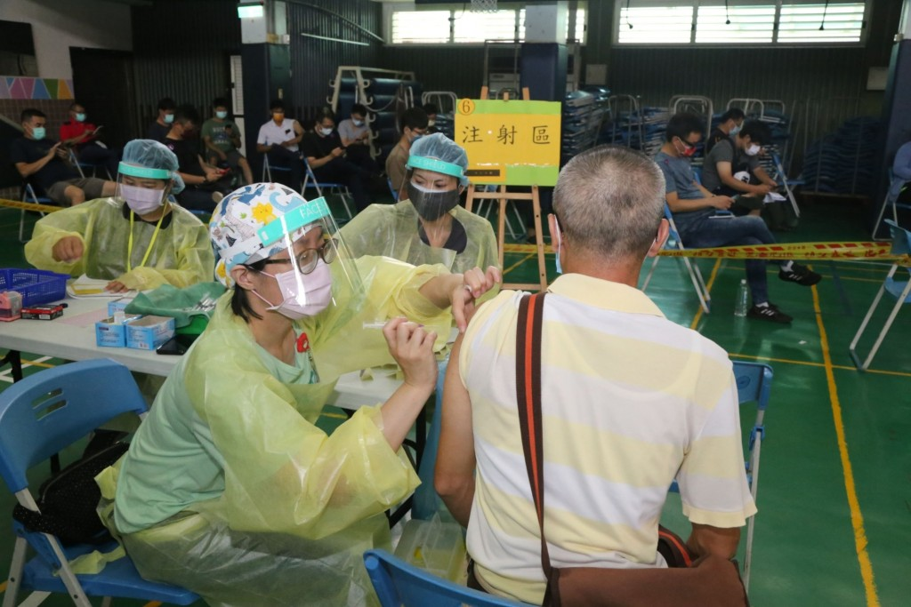 Vaccinations in Taichung (CNA, Taichung City Government photo)