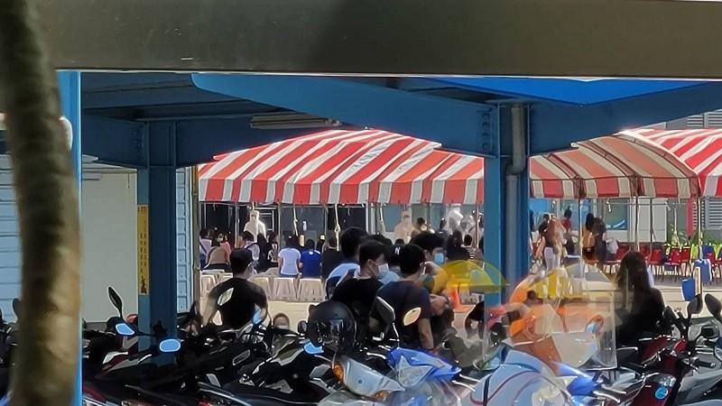【最新】台灣苗栗科技廠移工群聚感染擴大•祭出「禁足令」引熱議 台中市支援百間隔離房