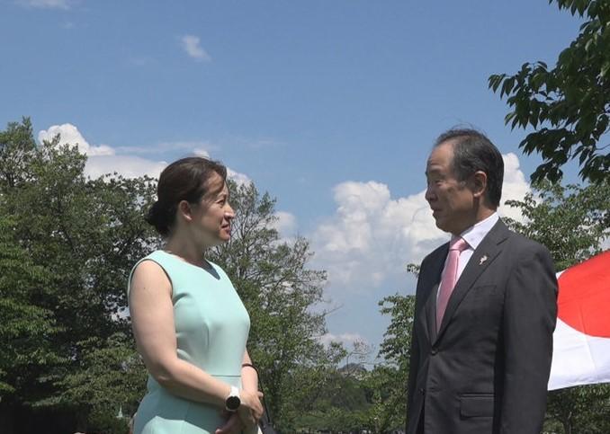 Taiwanese envoy to the US Hsiao Bi-khim (left) and Japanese AmbassadorHiroshi Tomita.