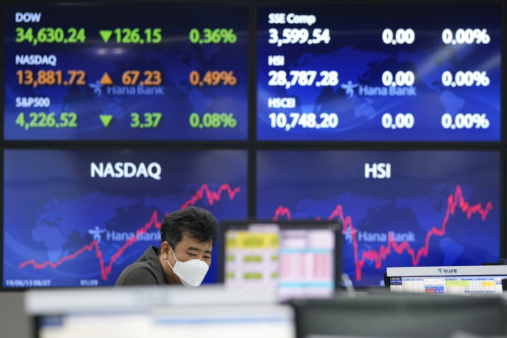A currency trader watches monitors at the foreign exchange dealing room of the KEB Hana Bank headquarters in Seoul, South Korea,June 8, 2021.