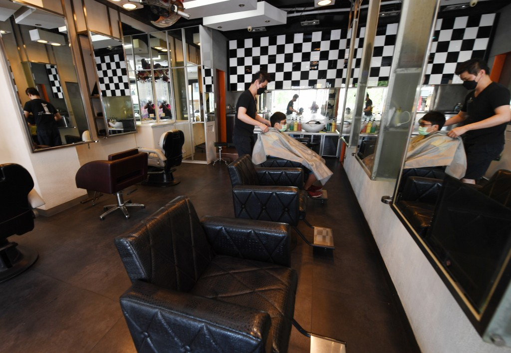 Taoyuan City allows its barbershops and beauty salons to reopen