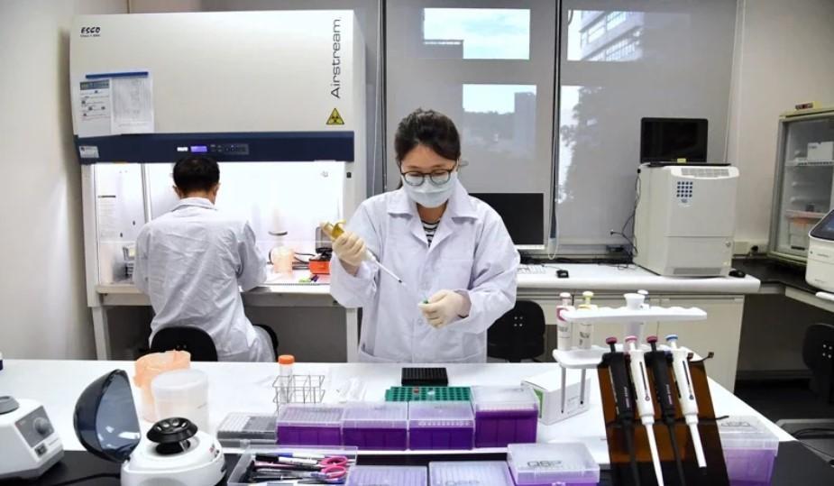 高端研發的COVID-19疫苗6/10進行二期臨床試驗解盲記者會,宣布解盲成功,力拼7月開打。