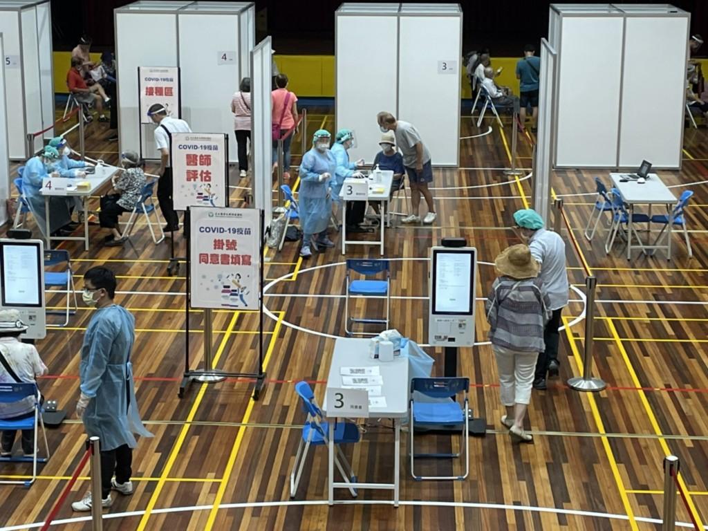 更新【全台灣AZ疫苗開打】日本「宇美町」施打法效率高•最快半小時注射150位長者 北中南醫護紛採行