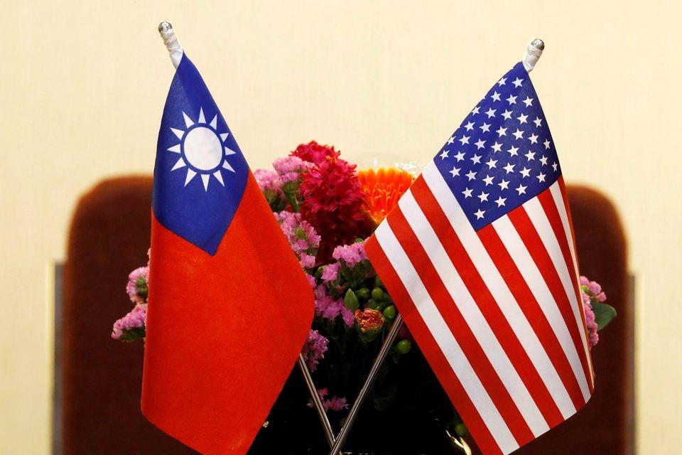 美東時間16日「台灣和平與穩定法案」以及舊案重提的「台灣防衛法案」接連提交至美國參眾議兩院。(圖/路透社)