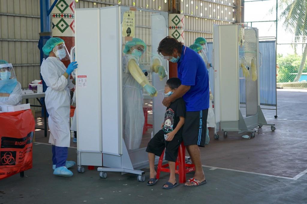 Virus testing in Hualien County