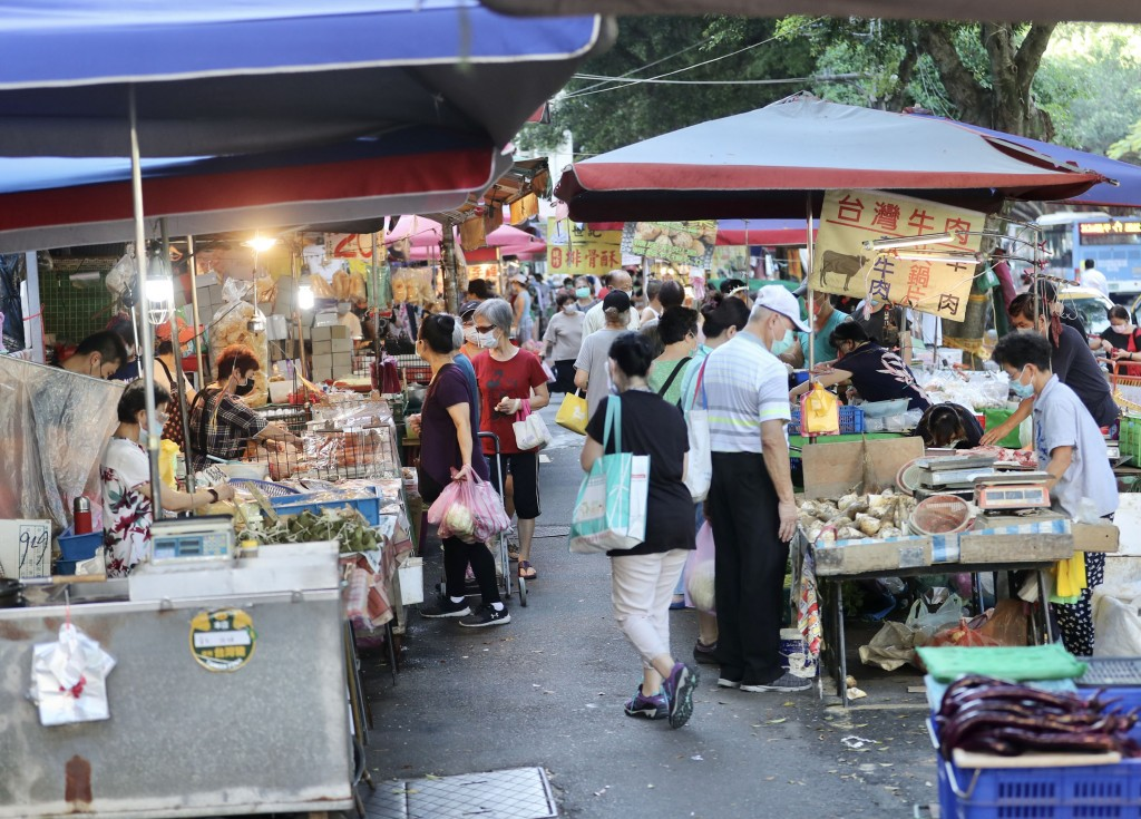 Traditional markets are still open but restrict access