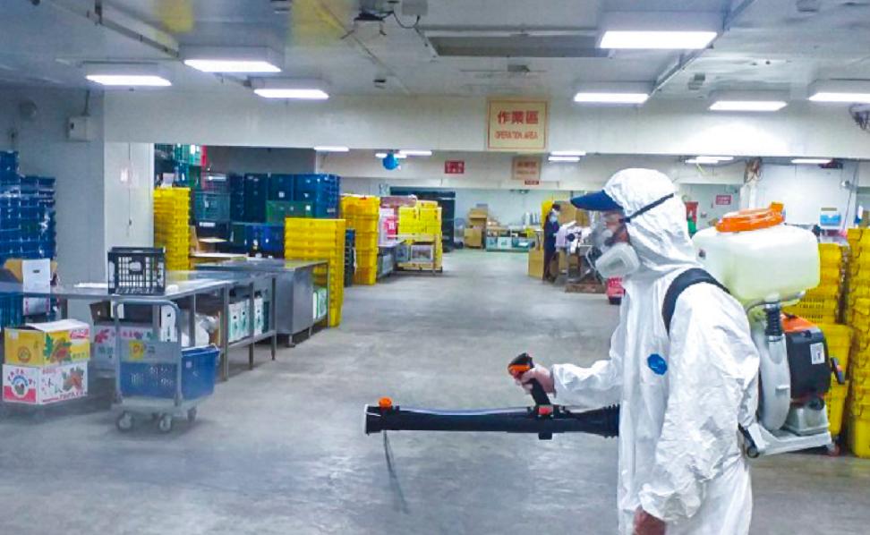 台北農產運銷公司(北農)爆群聚感染引民眾憂心,將安排篩檢陰性員工於明(21)日接種疫苗。(圖擷取自臺北農產臉書)