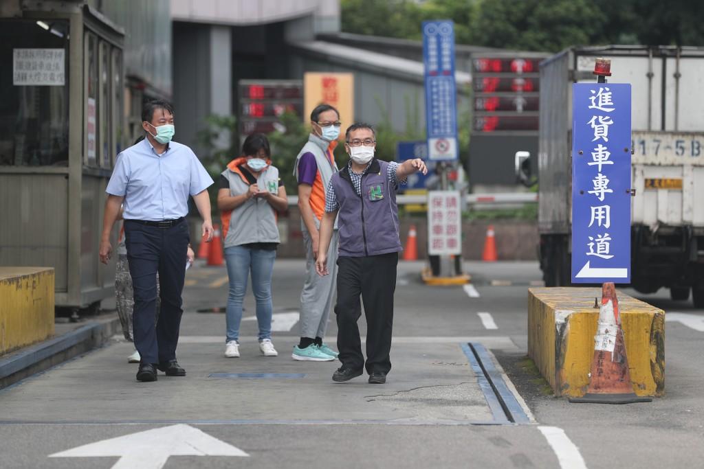 【更新】台灣北農、士林某護理之家群聚感染 北市府緊急記者會:將對4千人全面施打疫苗•圍堵北農擴散•濱江市場即日起強制分流