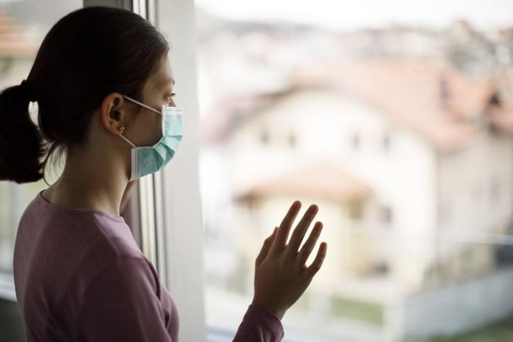 台灣新冠疫情延燒,專家憂半數以上的人出面心理問題。(示意圖/Getty Images)