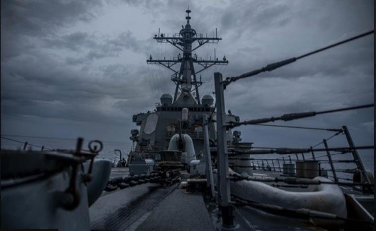 美國勃克級飛彈驅逐艦22日行經台灣海峽(圖/翻攝自美國第七艦隊官網)