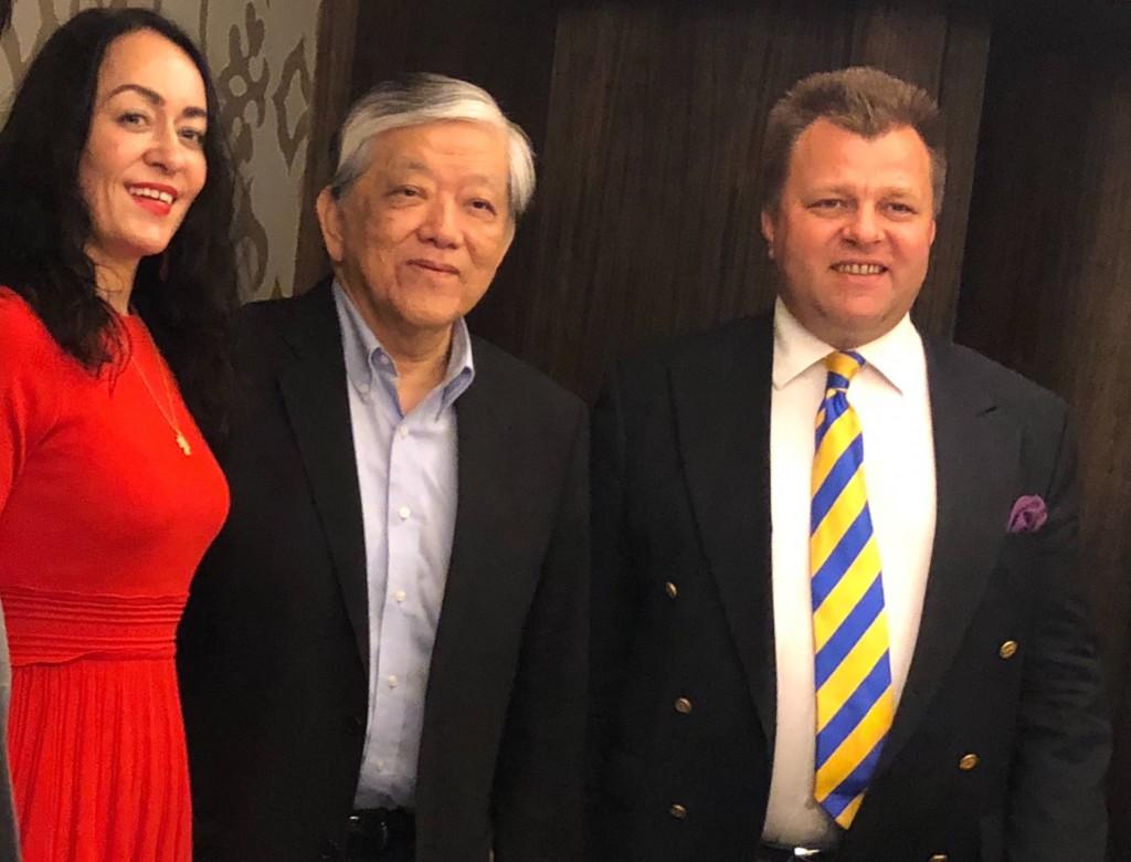 立陶宛外交部副部長曾「與台灣連結」?民眾驚呼「合照有他!」
