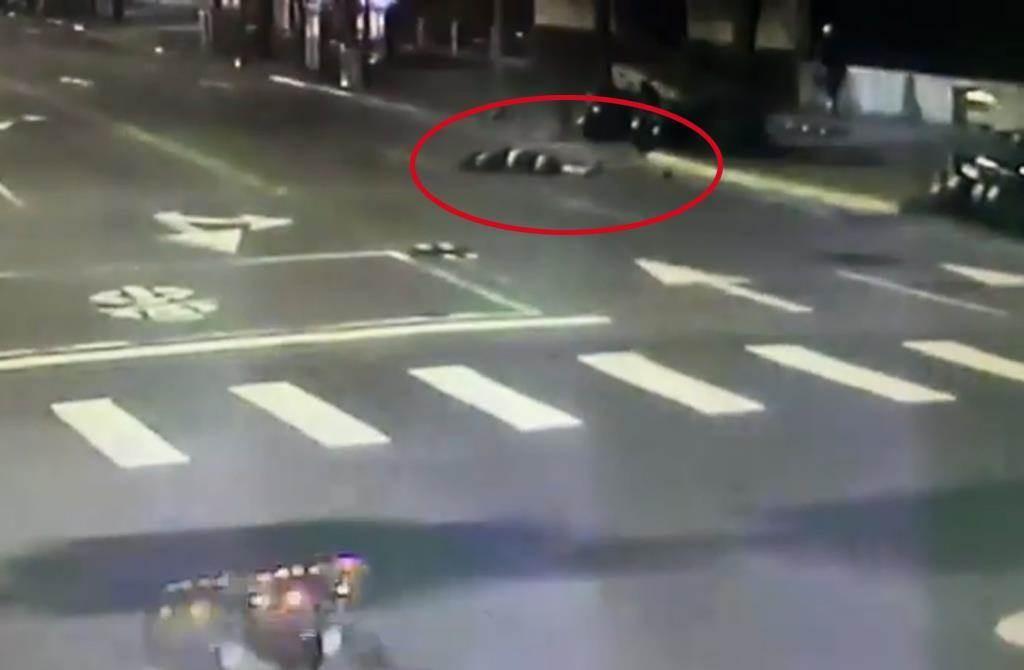 Irishman collapsed on street. (Taipei City Police Department screenshot)