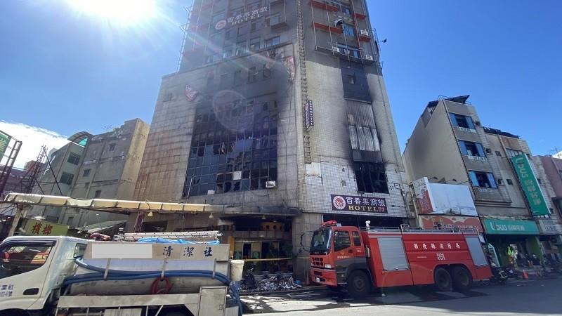 彰化這起火警造成消防員1死1傷, 另外還有3人死亡,分別為陳姓與倪姓住客,及1名外籍移工,起火原因消防局正調查釐清。(中央社.TN後製)