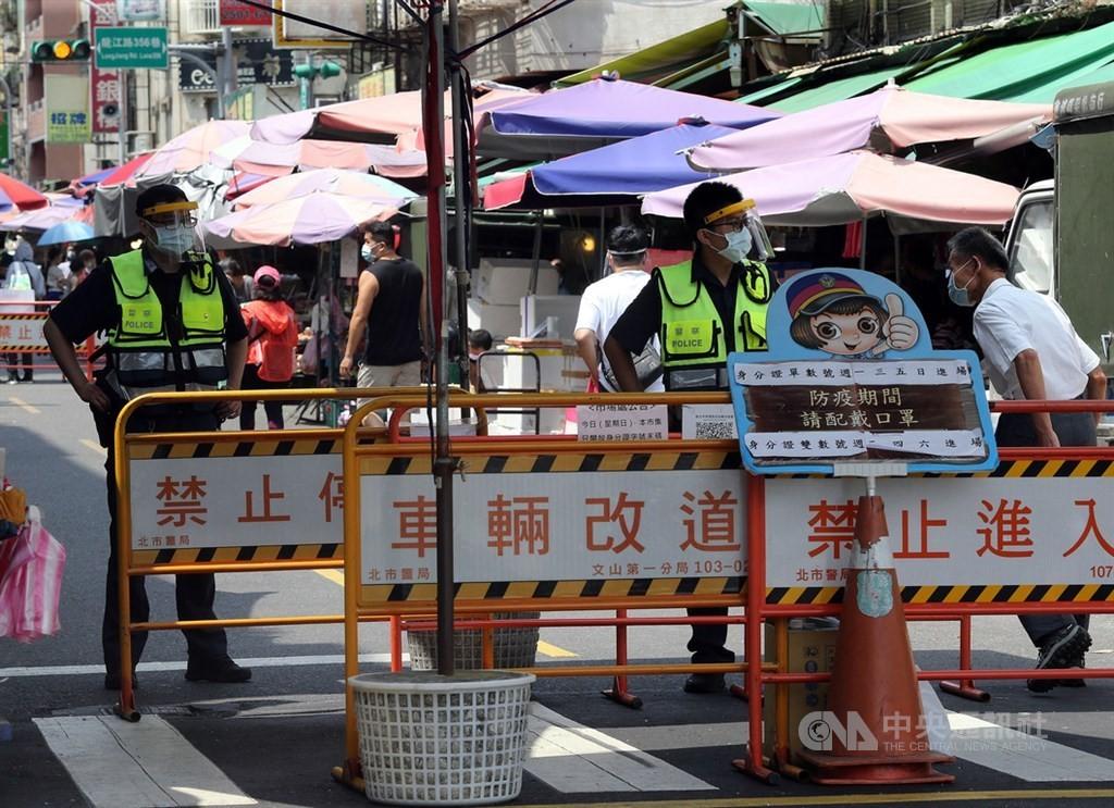 台北3大批發市場武漢肺炎疫情蠢蠢欲動,各界關注12日微解封可能性。。(圖/中央社)