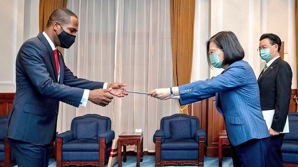 President Tsai welcomes Haitian Ambassador Penn to Taiwan