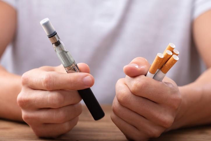國健署日前公布109年18歲以上吸菸行為調查結果,18歲以上電子煙使用率升高近3倍。(示意圖/Getty Images)