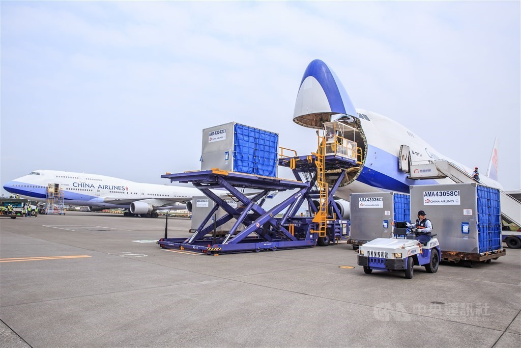 Taiwan Air Cargo Terminal Ltd. is testing hundreds of staff members for COVID (CNA, China Airlines photo)