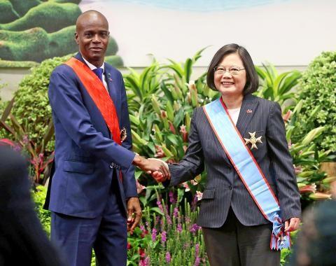 Haitian President JovenelMoïse(left) visiting President Tsai Ing-wen in 2018