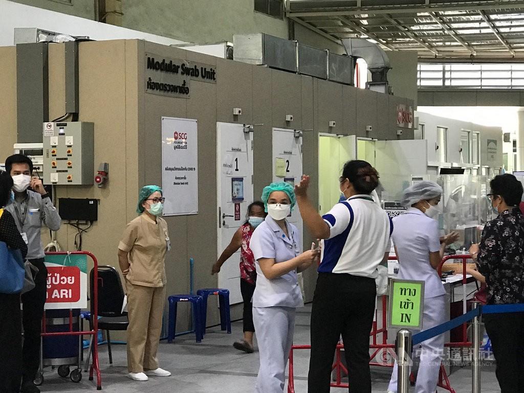 泰國疫情嚴峻,政府9日宣布曼谷和周邊5府實施嚴格的限制措施,包括實質上是宵禁的規定,並關閉百貨公司和商場。(圖/中央社)