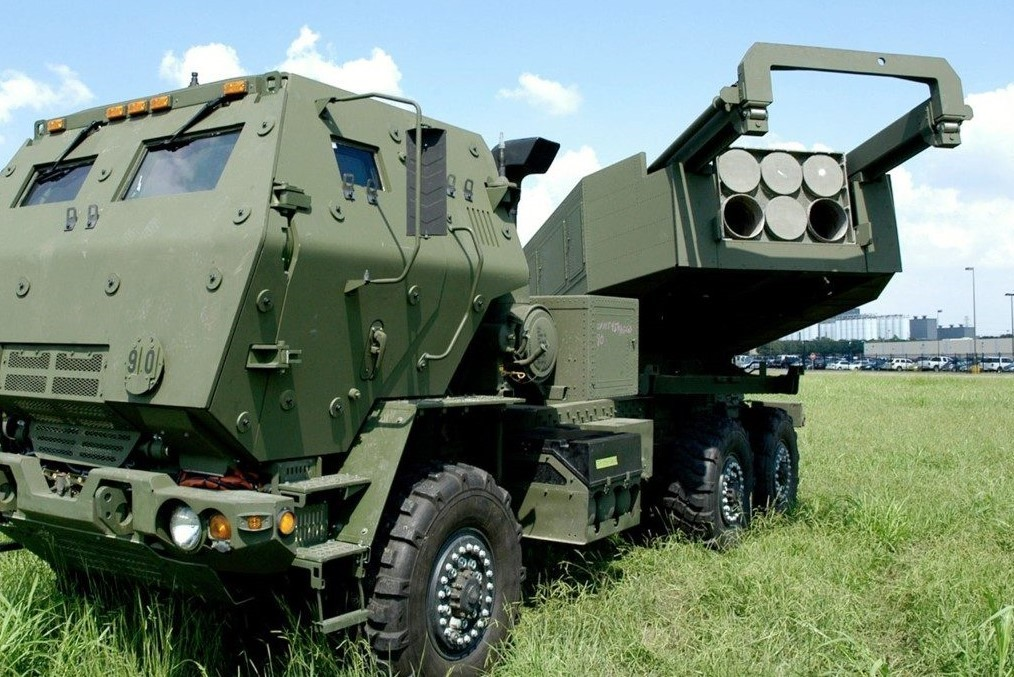 HIMARS launcher in firing position (Photo by Lockheed Martin)